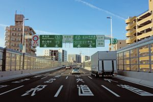 高速道路 ビジョン広告